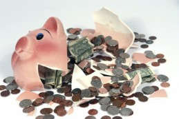 broken piggy bank -wipe savings